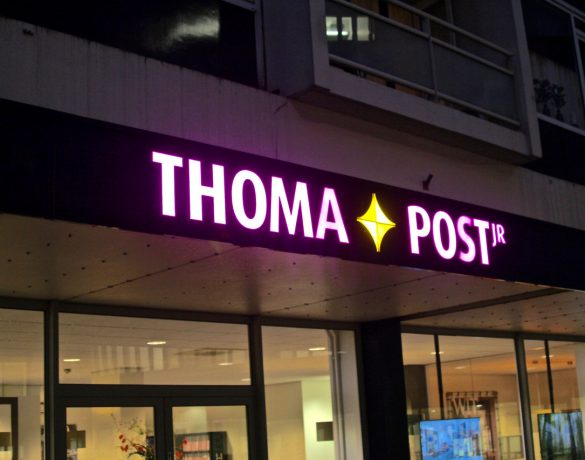 Lichtreclame: Thoma Post Jr